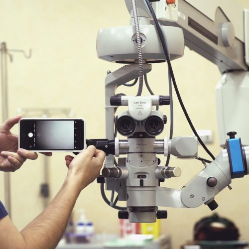 Filming Microscopic Surgeries with a Smartphone